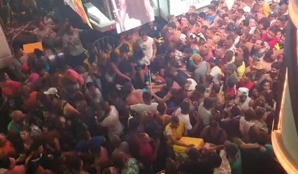 Resultado de imagem para Turista é agredido durante carnaval na Barra, em Salvado